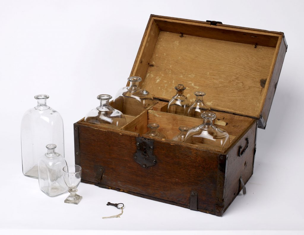 Humber Museums Partnership - Curator's Choice – Medicine Chest from the Hull Whaling Ship 'Diana'